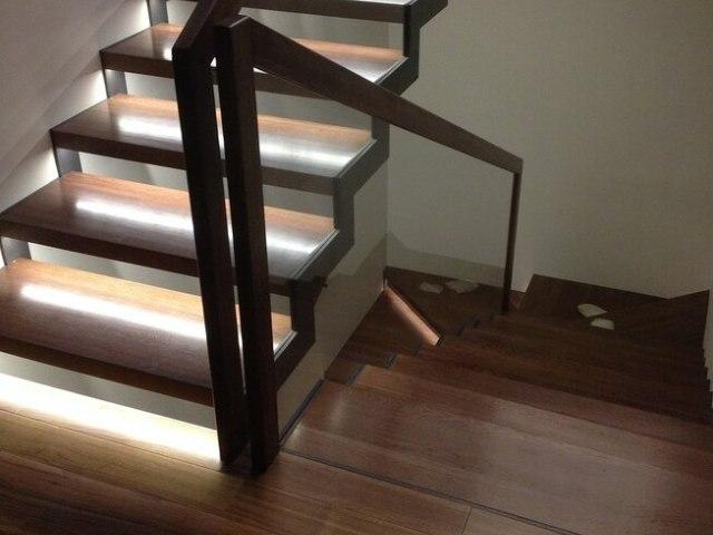 Лестница на металлическом каркасе DF10 2