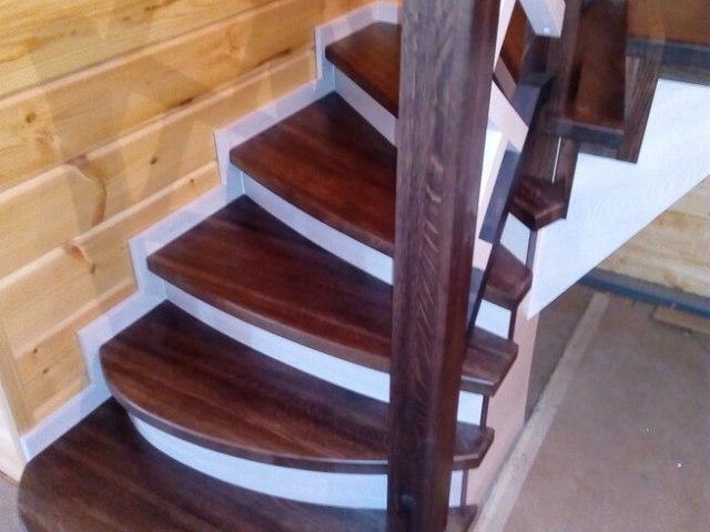 Деревянная лестница на косоурах DF12 2