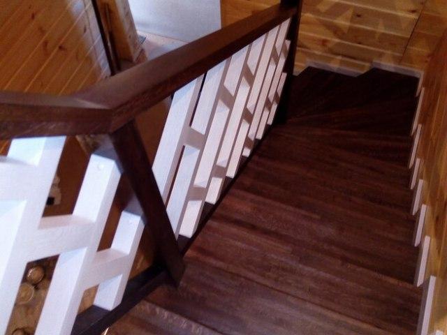 Деревянная лестница на косоурах DF12 6