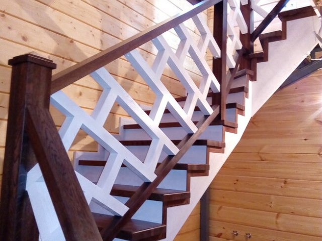 Деревянная лестница на косоурах DF12 1
