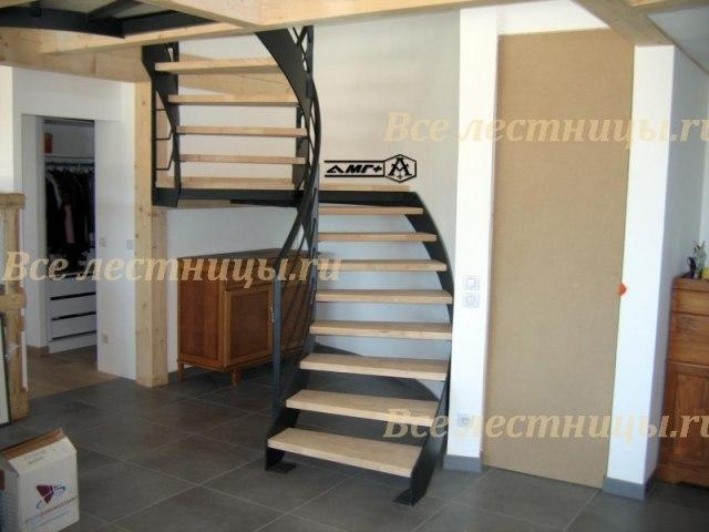 Лестница на металлическом каркасе M-24 1