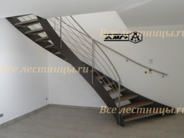 Лестница на металлическом каркасе M-27 1