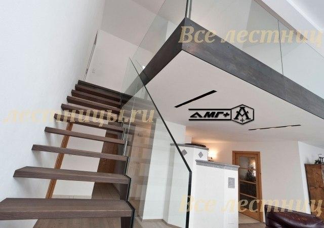 Лестница на металлокаркасе HL_1 1