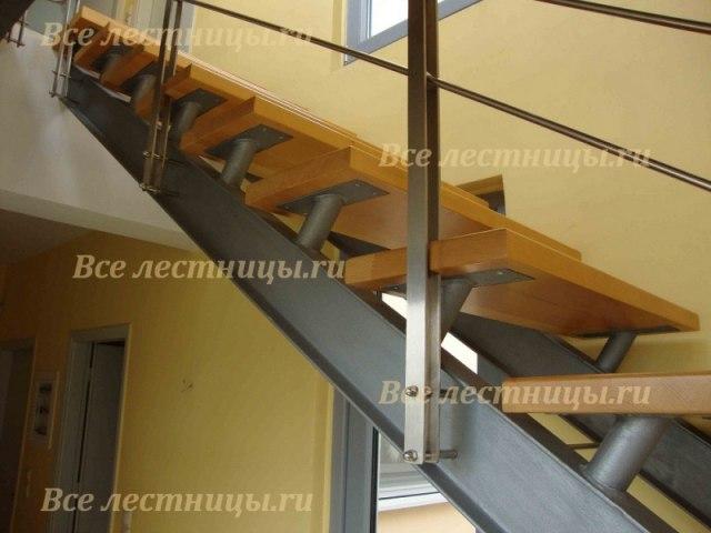 Лестница на металлическом каркасе M-36 1