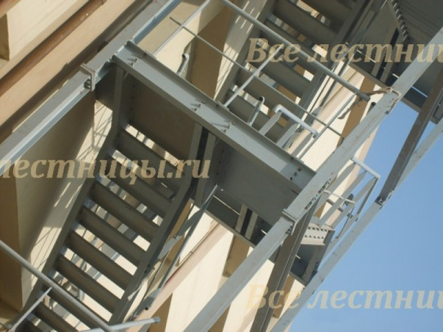 Лестница на металлическом каркасе M-40 1