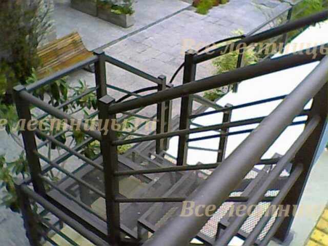 Лестница на металлическом каркасе M-41 1