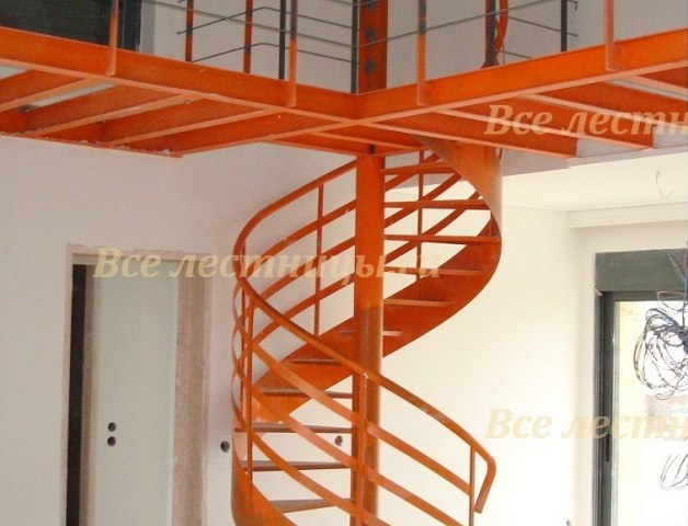 Лестница на металлическом каркасе M-44 1
