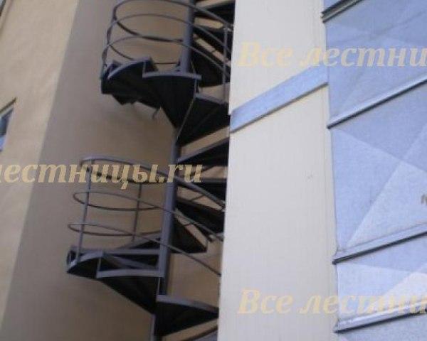 Лестница металлическая M-56 1