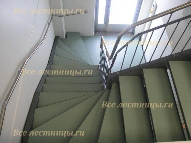 Лестница на металлическом каркасе M-60 1