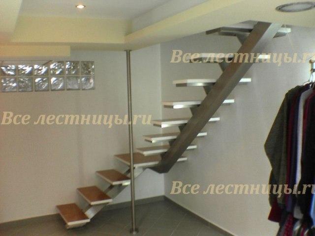 Лестница на металлическом каркасе M-65 1