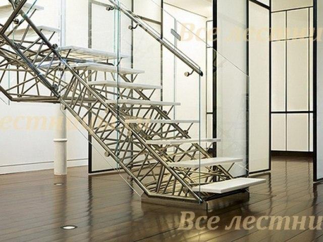Лестница на металлическом каркасе M-66 1