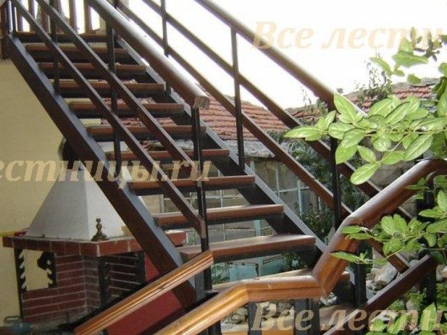 Лестница на металлическом каркасе M-71 1