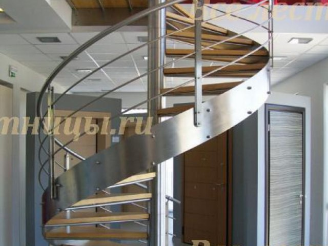 Лестница на металлическом каркасе M-72 1