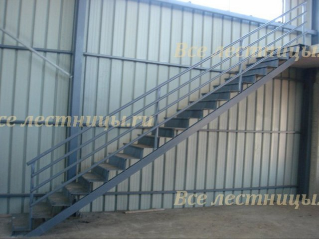 Лестница на металлическом каркасе M-74 1