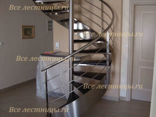 Лестница на металлическом каркасе M-75 1