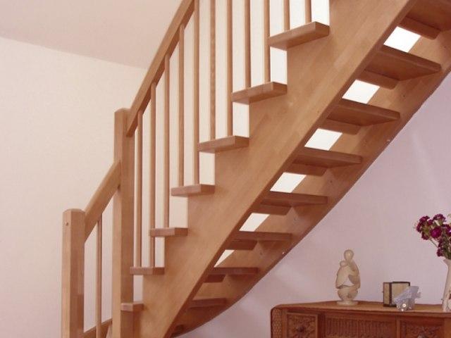 Деревянная лестница D-83 1