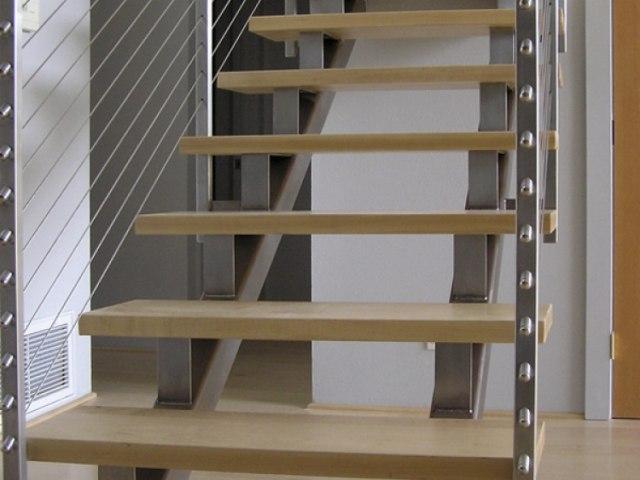 Лестница на металлическом каркасе М-79 1