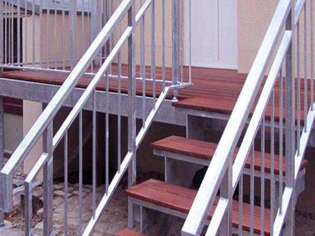 Лестница на металлическом каркасе М-83 1