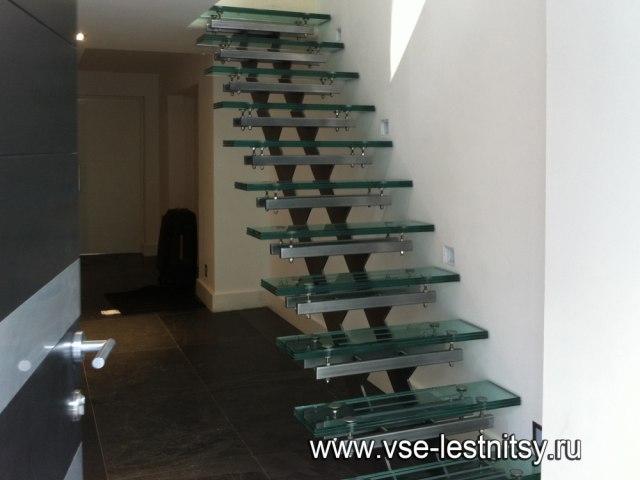 Лестница на металлическом каркасе М-84 1