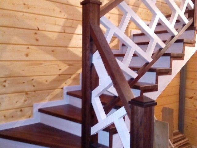 Деревянная лестница на косоурах DF12 4