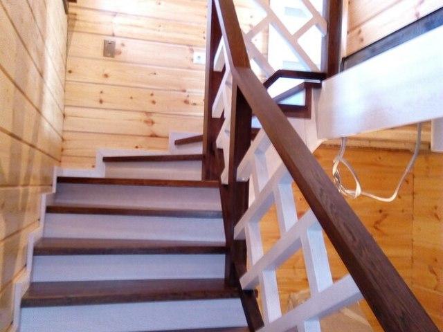 Деревянная лестница на косоурах DF12 3