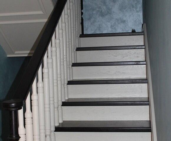 Деревянная лестница на косоурах DF4 3