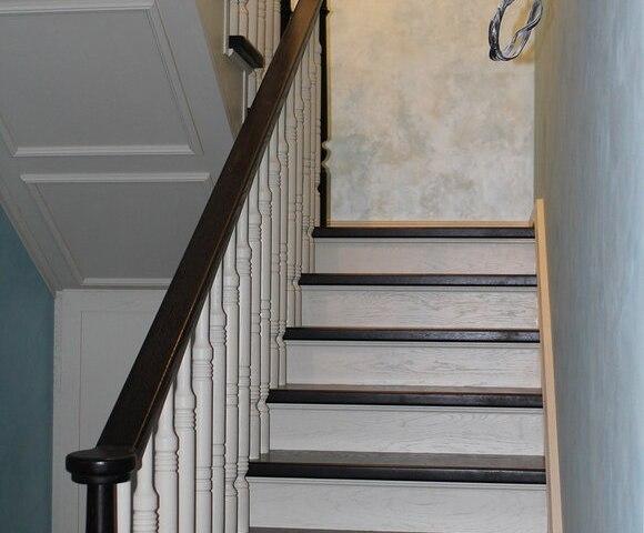 Деревянная лестница на косоурах DF4 5